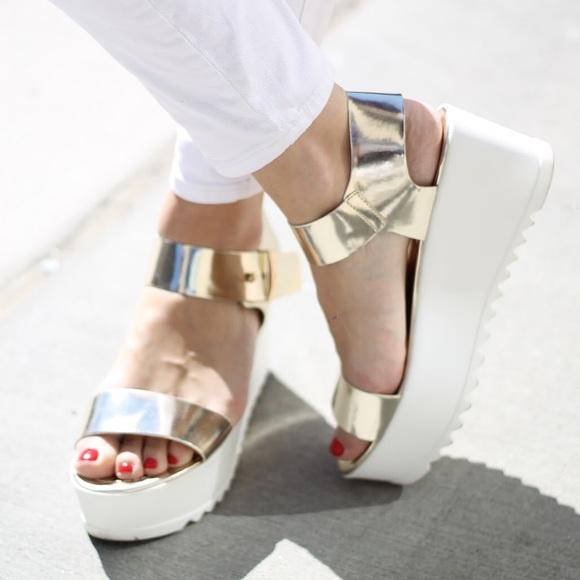 95c753908763 Steve Madden Surfside platform metallic sandals. M 5af99c393800c53a5b22bb23